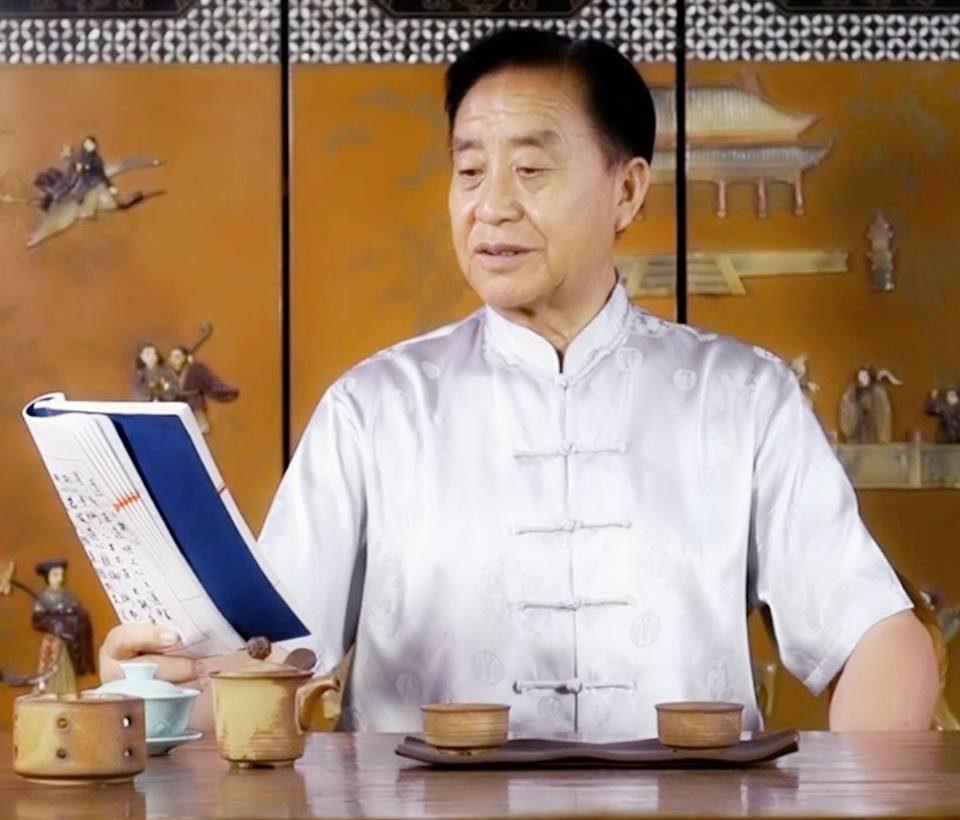 Il Gran Maestro Zhu Tiancai legge